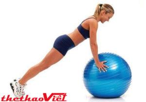 Bài tập chống đẩy với bóng này sẽ giúp bạn thư giãn toàn thân hiệu quả