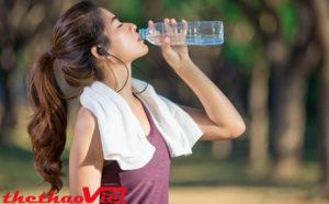 Bổ sung nước trước và sau khi luyện tập như một thói quen