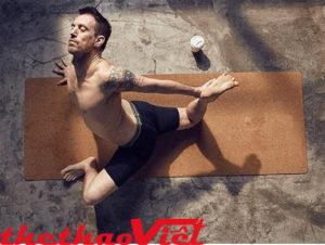 Tập luyện với Thảm tập Yoga Cork Yoga Mat 6 ly