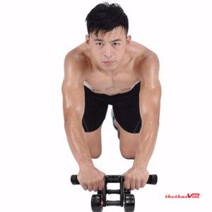 Bạn cần chú ý kết hợp thở đúng cách để không bị mất sức trong quá trình tập luyện
