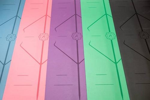 Thảm yoga định tuyến Hatha nhiều màu
