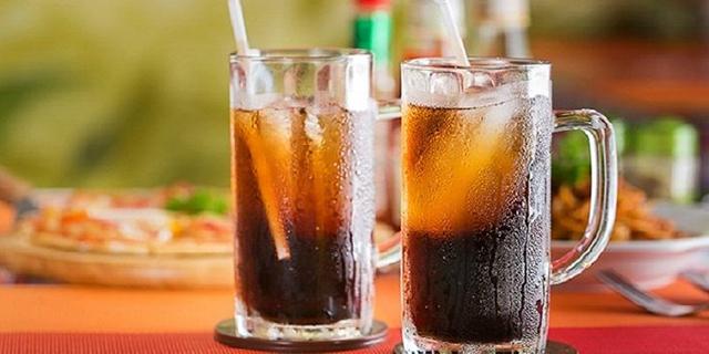 Thói quen sử dụng nước ngọt nhiều là nguyên nhân gây mỡ bụng dưới