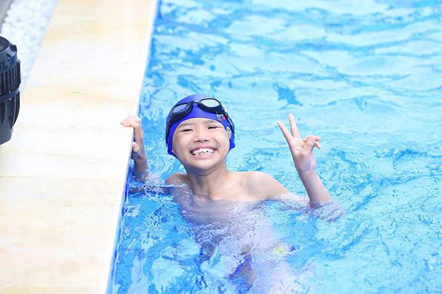 Trẻ sẽ tự tin hơn trong giao tiếp khi đi học bơi