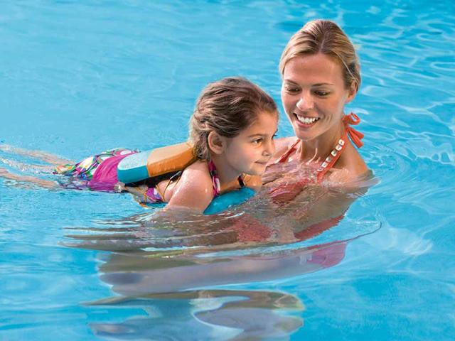 Bơi lội là cách giúp các con khỏe mạnh về thể chất và phát triển trí tuệ