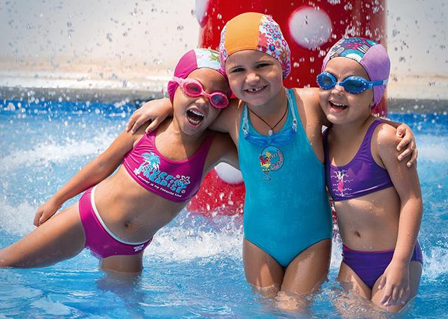 Chuẩn bị đầy đủ phụ kiện bơi sẽ giúp bảo vệ bé tốt hơn
