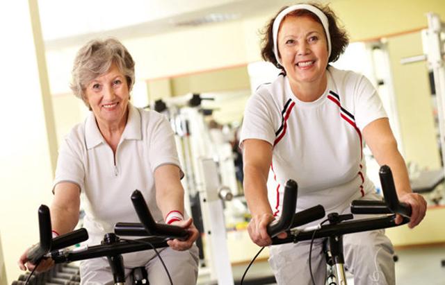Xe đạp tập thể dục cho người cao tuổi mang đến nhiều tiện ích khi sử dụng