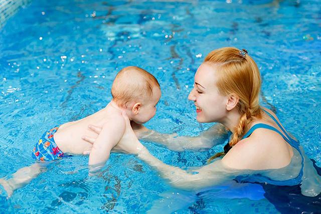 Phát triển chiều cao là một trong những mục tiêu khi cho trẻ tập bơi