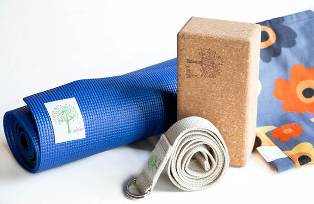 Vì sao cần mua dụng cụ tập yoga