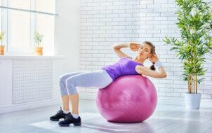lợi ích của việc tập yoga với bóng hàng ngày