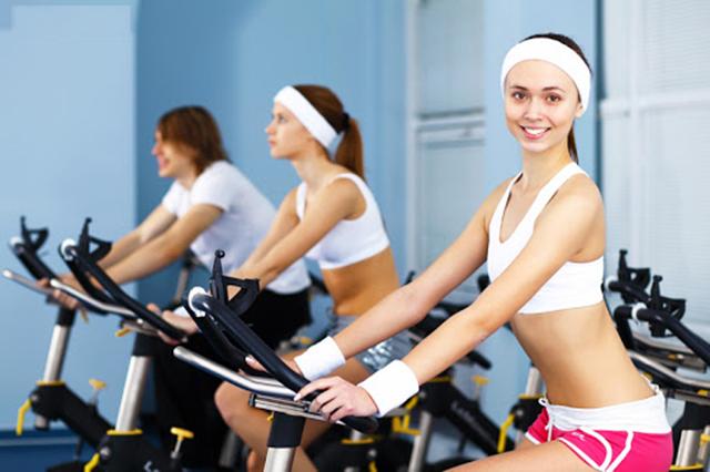 xe đạp tập thể dục giúp giảm cân
