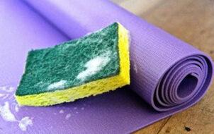 vệ sinh thảm yoga bằng xà phòng